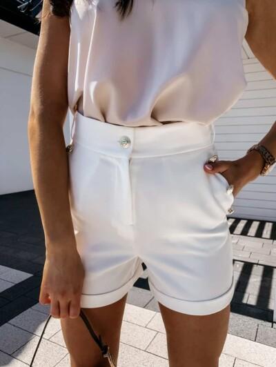 Pantaloncini corti eleganti con bottoni decorativi metalizzati