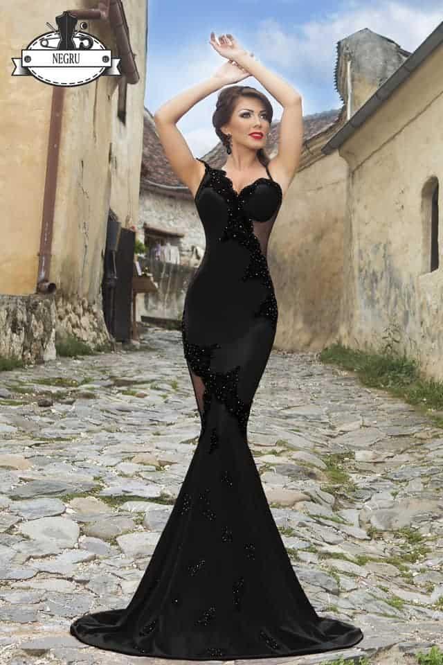 Elegante abito a sirena con leggero strascico