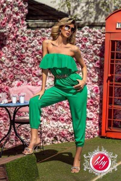 Elegante tuta in tessuto leggero di colore verde