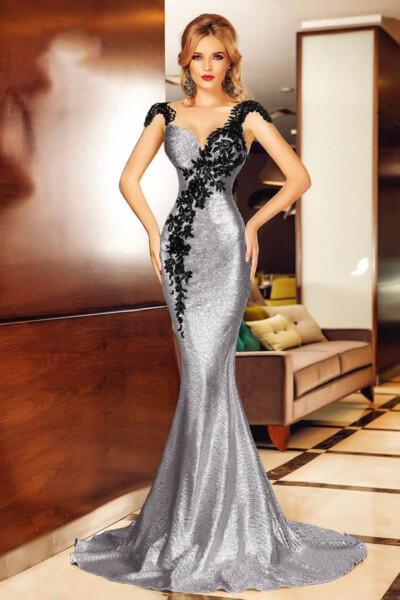 Elegante abito a sirena in tessuto plissettato con ricami frontali