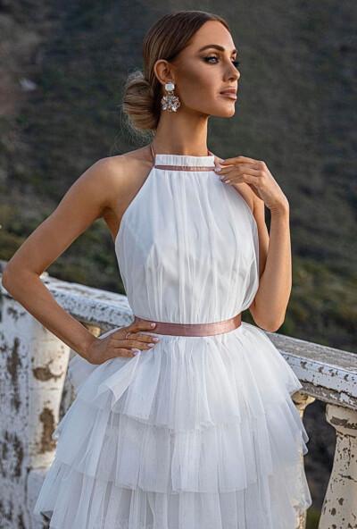 Elegante miniabito svasato in tulle di colore bianco con balze